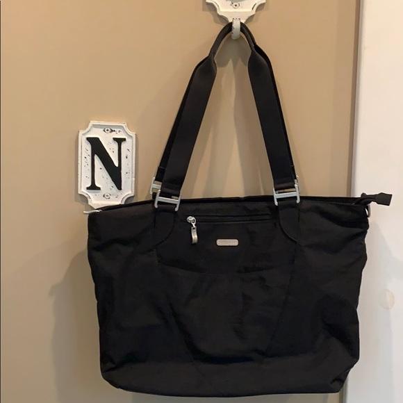 Baggallini Handbags - Baggallini black tote bag